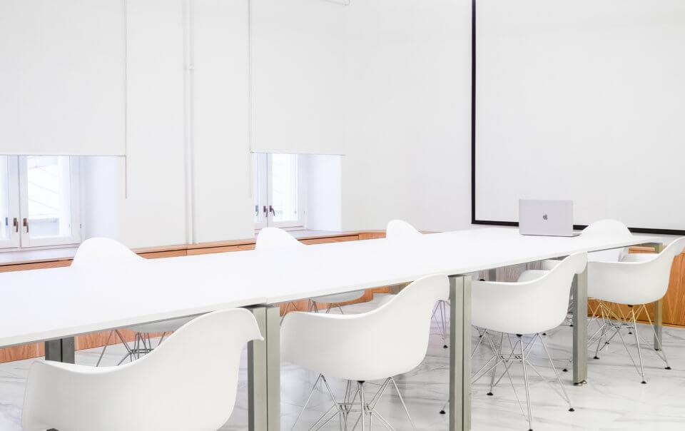 Переговорная клиники на Неглинной - Услуги дизайнера интерьера